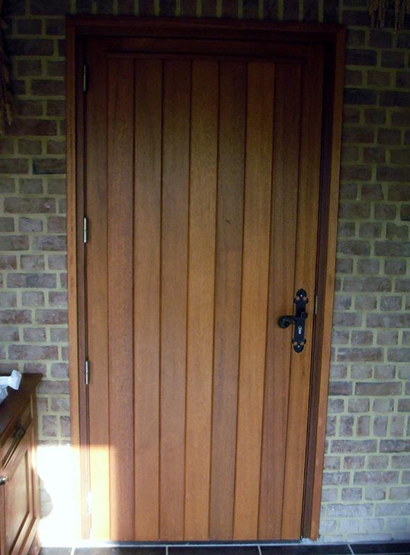 Verwonderend Hardhouten voordeuren, binnen- en buitendeuren en garagepoorten BS-37